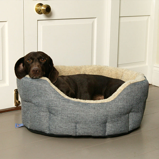 P&L Country Dog Heavy Duty Oval High Sided Fleece Lined Dog Beds.