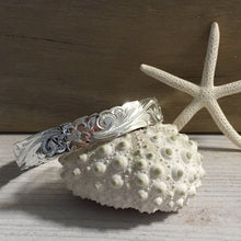 Load image into Gallery viewer, west_of_the_waves_heirloom_bangle