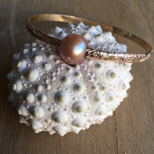 Load image into Gallery viewer, west_of_the_waves_heirloom_pearl_bangle