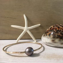 Load image into Gallery viewer, west_of_the_waves_single_pearl_bangle