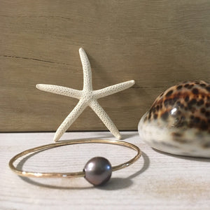 west_of_the_waves_single_pearl_bangle