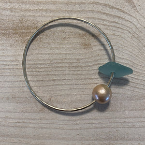 west_of_the_waves_pearl_seaglass_bangle