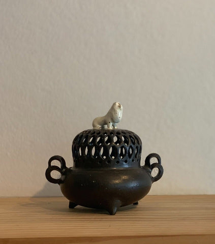Japanese Incense Burner with Lion feature
