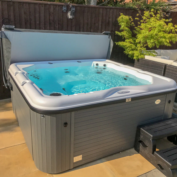 Cove Jubilee Holiday Park 36 Jet Hot Tub