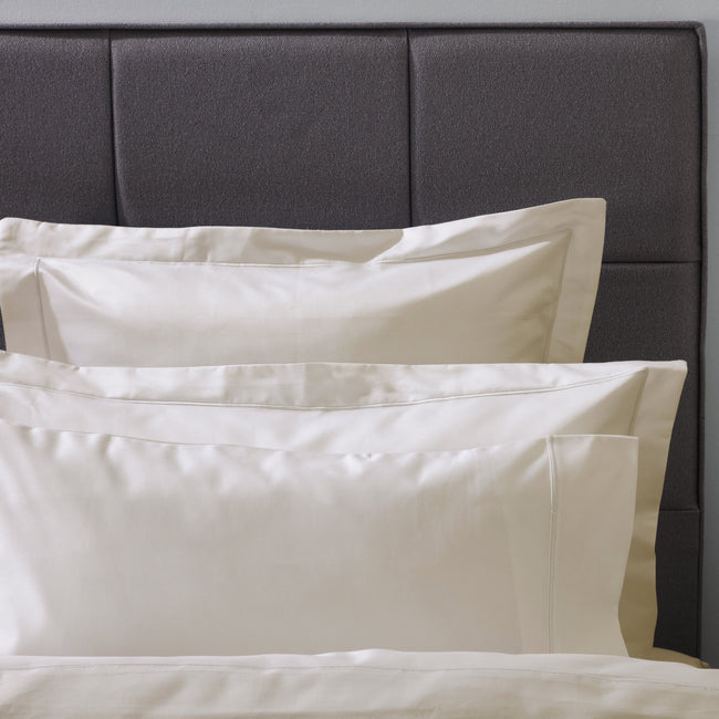 Ivory - Front - Belledorm Ultralux 1000 Thread Count Oxford Pillowcase
