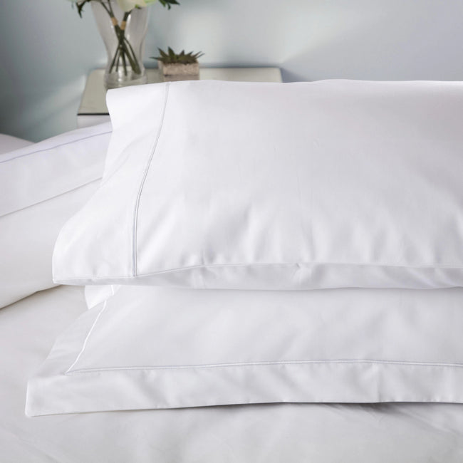 White - Front - Belledorm Ultralux 1000 Thread Count Housewife Pillowcase (Pair)