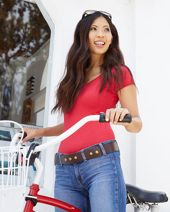 girl wearing expandable belt