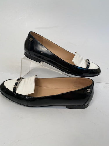 Chanel White Black Chain Patent Leather Loafers Flat Shoes EU 38 US 7.5/8 Narrow