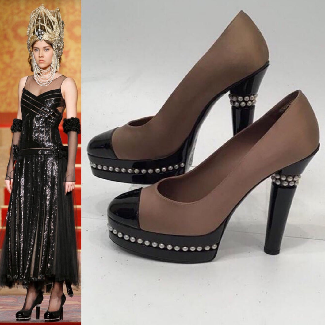 Chanel 09A Paris Moscow Bicolor Patent Leather Satin Pearls Platform Heel Pumps EU 40 US 9/9.5