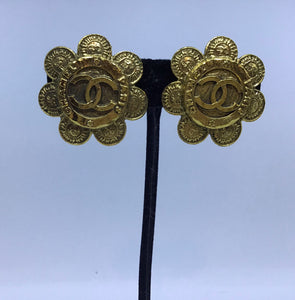 Rare Vintage Chanel Flower Gold Metal CC Logo Clip On Earrings 1989 Collection 28