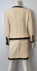 94P, 1994 Spring Rare Vintage Chanel Cream/Black Scubido Trim Boucle Skirt Jacket Set US 6