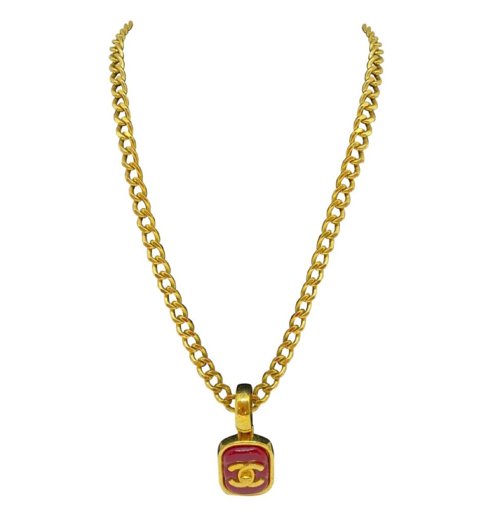 Chanel vintage 97P gold turnlock CC red Gripoix stone necklace