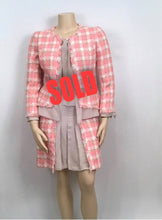 Load image into Gallery viewer, Chanel 04C, 2004 Cruise Resort tweed Chiffon Pink Taupe Jacket Skirt Suit Set FR 46 US 10/12