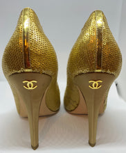 Load image into Gallery viewer, Chanel sequin gold stiletto heel pumps EU 39
