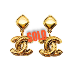 Vintage Chanel double CC logo matelasse quilted gold plated 1980 clip on earrings