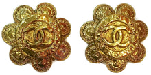 Load image into Gallery viewer, Rare Vintage Chanel Flower Gold Metal CC Logo Clip On Earrings 1989 Collection 28