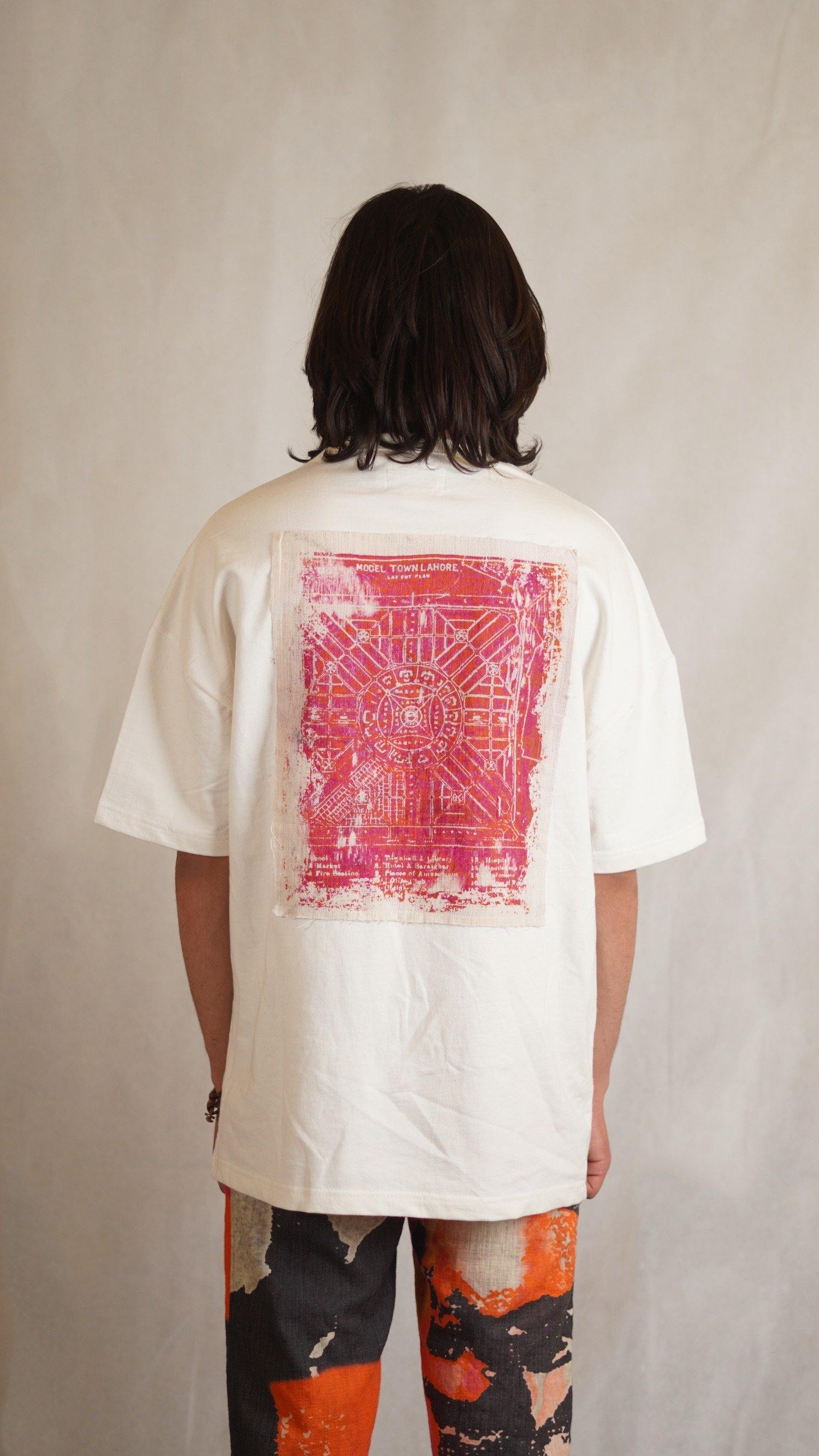 Model Town Off White T-shirt