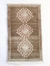 Load image into Gallery viewer, Heir Looms Vintage Turkish Rug No. 188