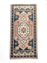 Load image into Gallery viewer, Heir Looms Vintage Turkish Rug No. 185