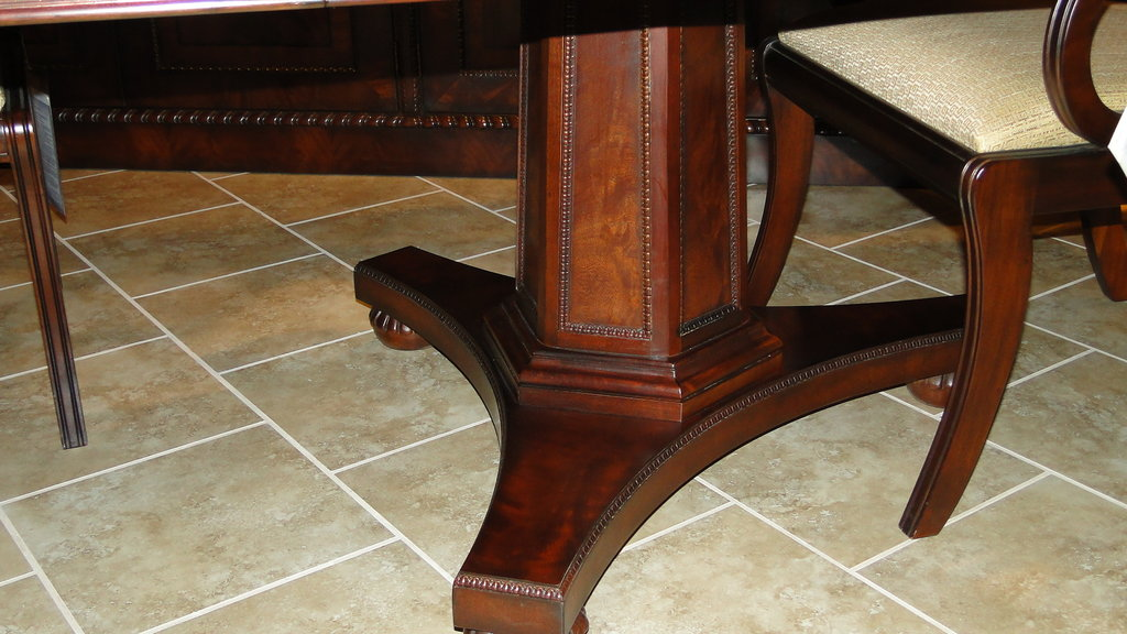 ... Henredon Dining Table   Natchez Collection