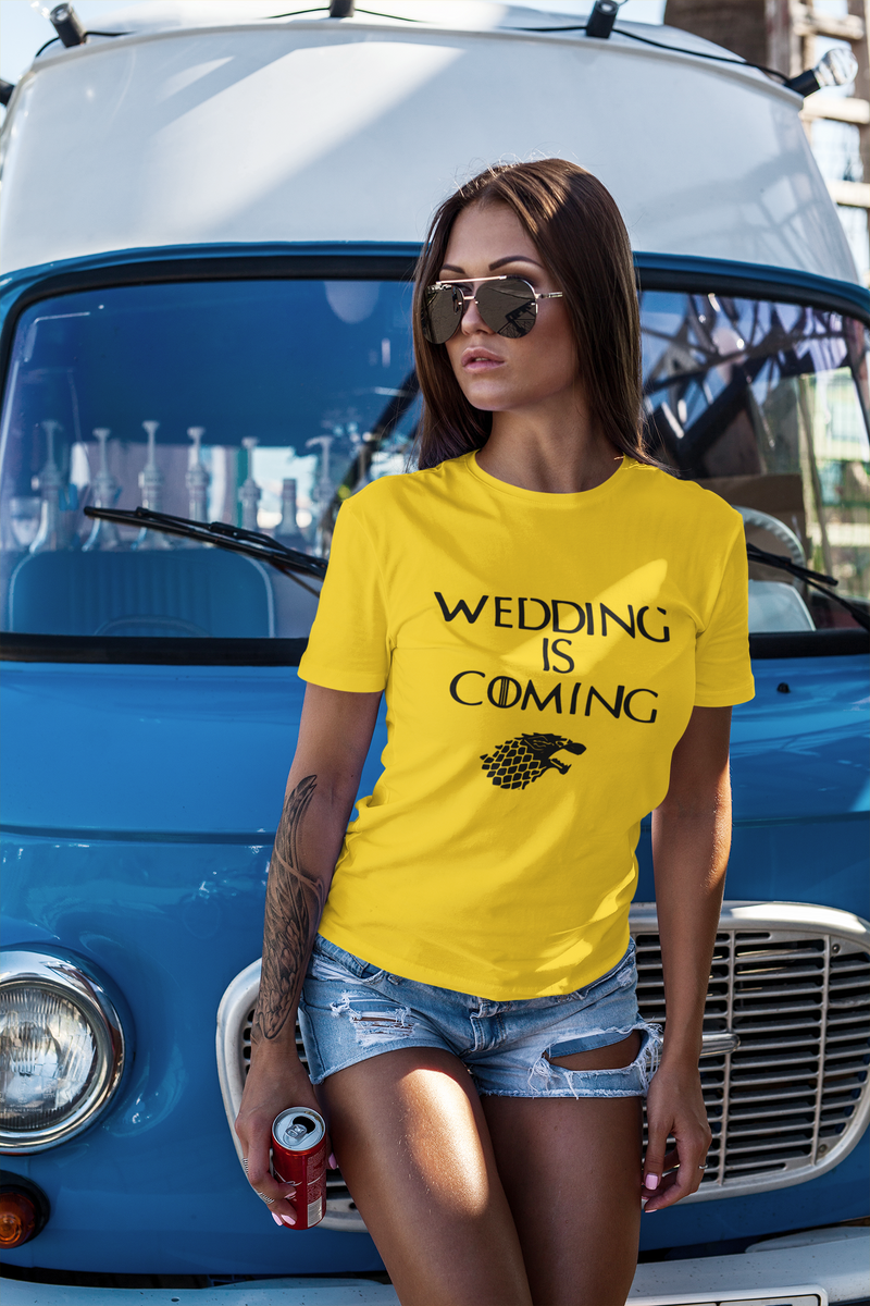 be lorette t-shirt et top evjf wedding is coming en jaune