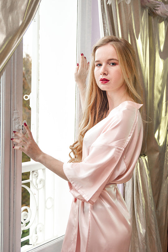 Be a pale pink satin robe for the bride's mother
