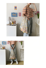 "Load image into Gallery viewer, ""SPRINGTIME"" FLOWER BAG (2 COLORS)"