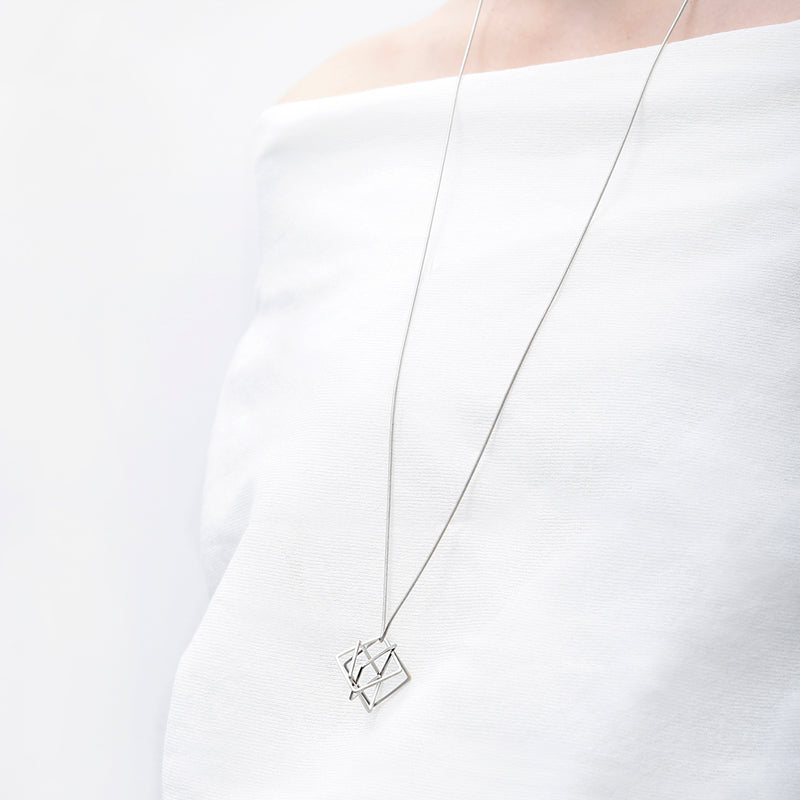 PURSUITS // 21091-SS RELAXED CUBE NECKLACE