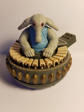 Load image into Gallery viewer, 1983 Loose Max Rebo Figure with Instrument