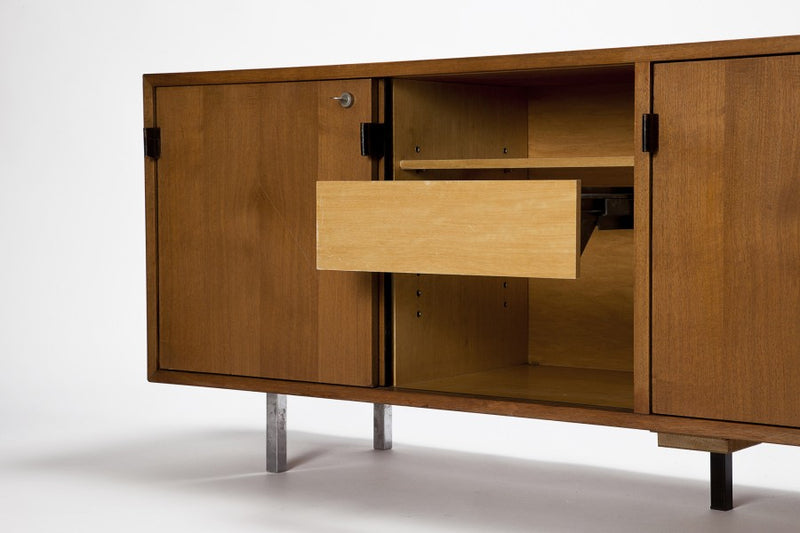 Knoll Wallnuss Sideboard von Florence Knoll