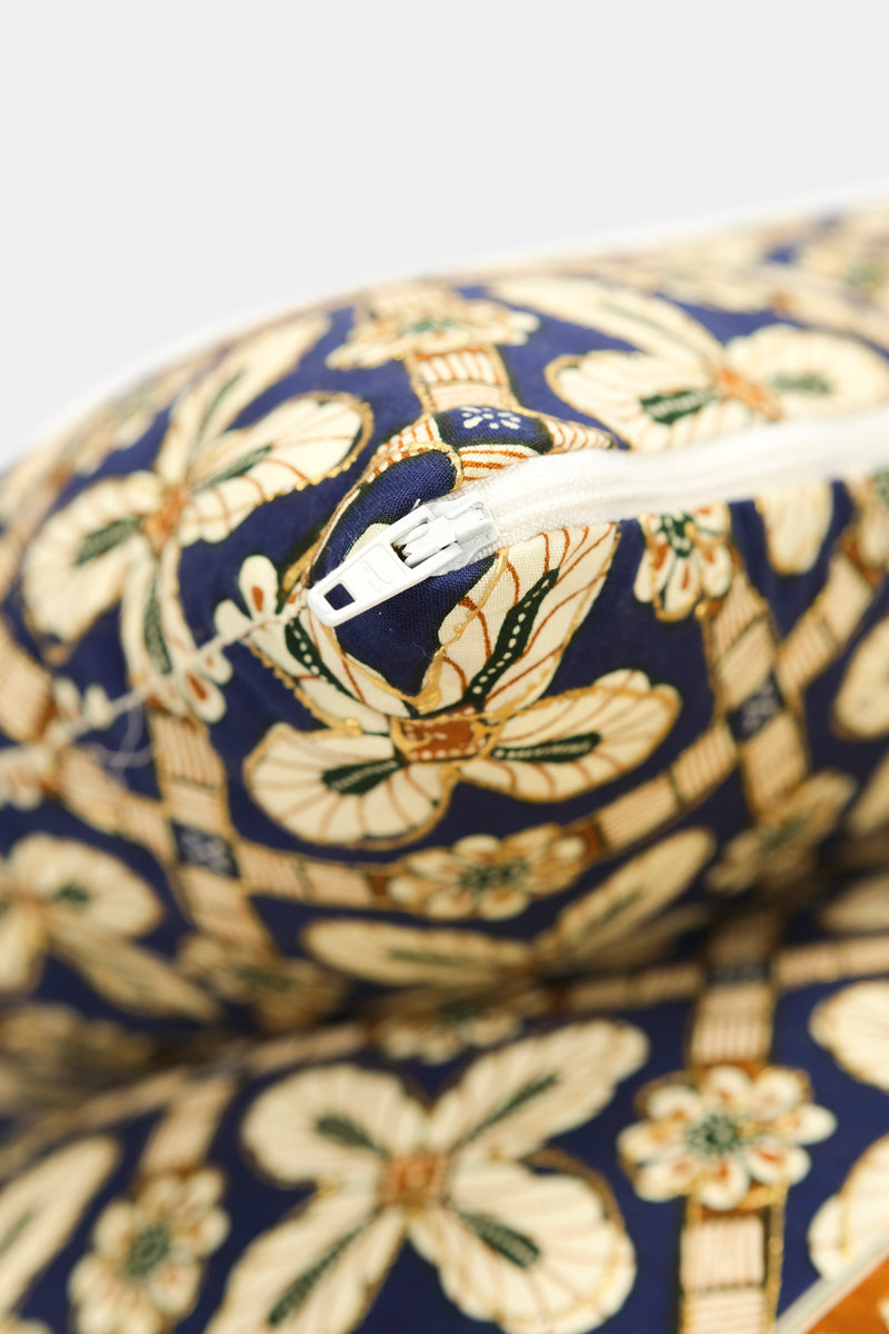 Set of 2 pillows with decorated fabric and gold application