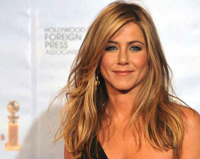 Jennifer Aniston looks hotter than ever and speaking out in favor of CBD