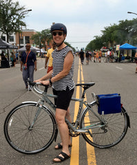 DeAnn, äventyr Owner, on her way to a board meeting via Open Streets.