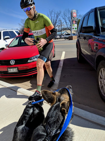 Kurt, äventyr Owner, greeted by Team äventyr at Perkins pitstop ~ Land Run 100 2019