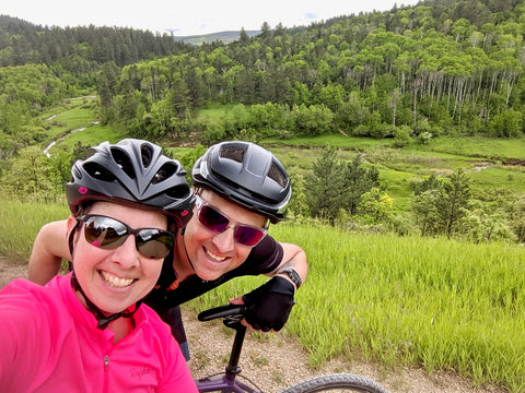 DeAnn & Kurt (äventyr Owners) on gravel ride in Cook, County Wyoming 2019