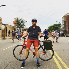 Kurt, äventyr Owner, with The Side Hustle Bicycle Pannier Laptop Bag prototype in Olive