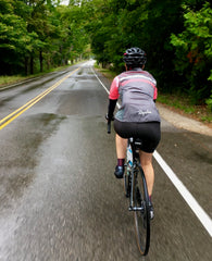 DeAnn, äventyr Owner, out riding in the rain in Door County, WI