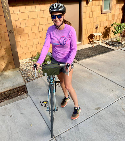 äventyr Recipient Jessie with her Essential Bicycle Handlebar Bag in Olive