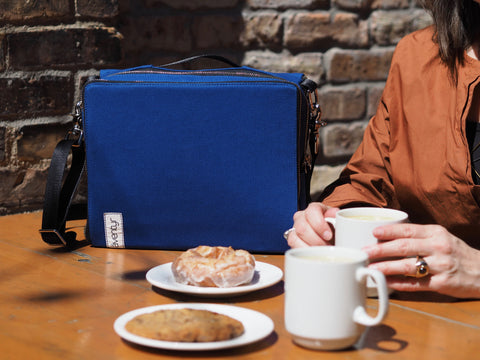 äventyr bicycle bags The Social Pannier Musette in Cobalt, perfect for your fika dates