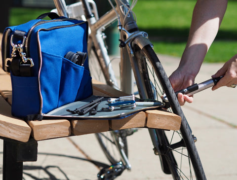 äventyr The Social bicycle pannier musette bag in Cobalt