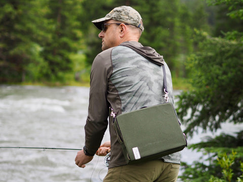Kurt, äventyr Owner, with The Social Bicycle Pannier Bag fishing on The Gallatin