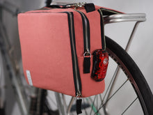 äventyr The Social Musette Pannier Bag in Nautical Red