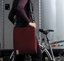 äventyr The Side Hustle Laptop Bicycle Pannier Bag - Deep Auburn