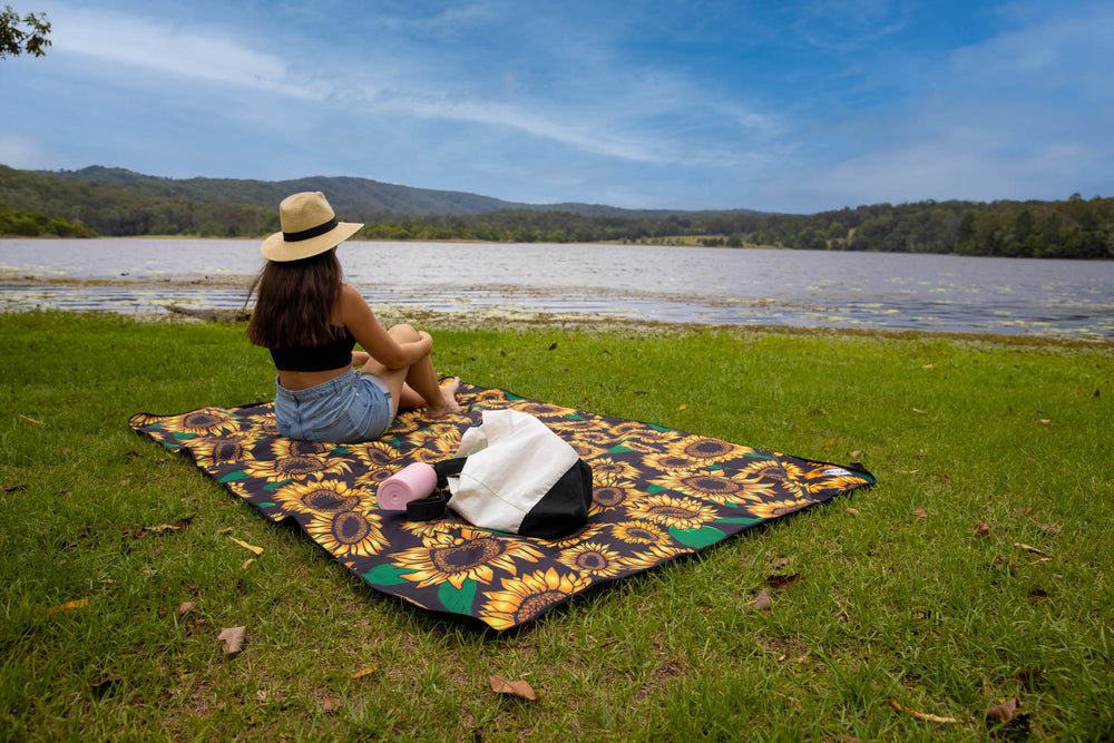 Load image into Gallery viewer, Kingscliff Picnic Mat