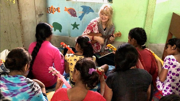 laurie kallivig and the girls of ukulele survivor band project in india