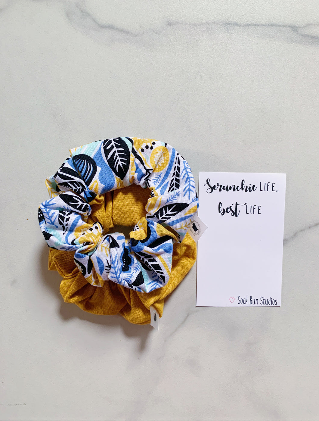 WEEKLY DUO Scandinavian Floral Scrunchie Duo