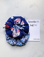 Load image into Gallery viewer, Weekly DUO USA Dogs Scrunchie Duo