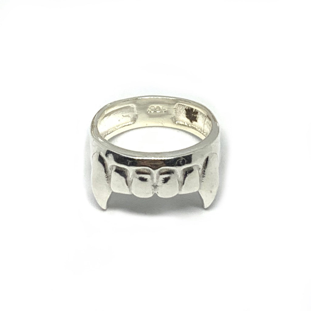 VAMPIRE TEETH RING