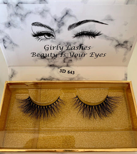 Girly Lashes - Model 7