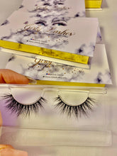 Load image into Gallery viewer, Girly Lashes - Model N650